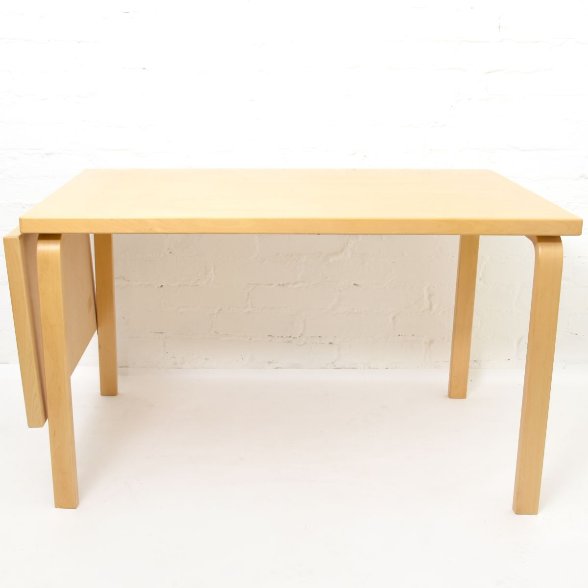 Aalto-Alvar-Birch-Dorp-Leaf-Table