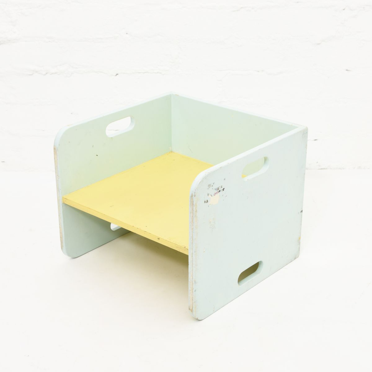 Anonymou-Turnable-Kids-Chair
