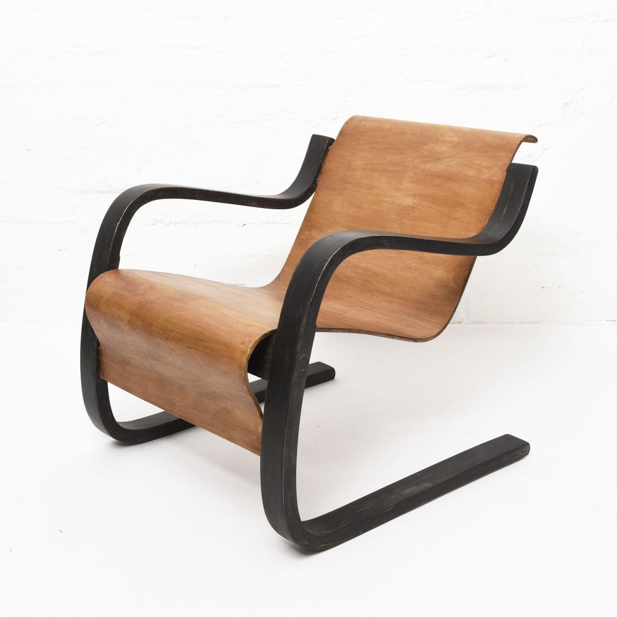Aalto-Alvar-Small-Paimio-Stained-Arm-Plywood