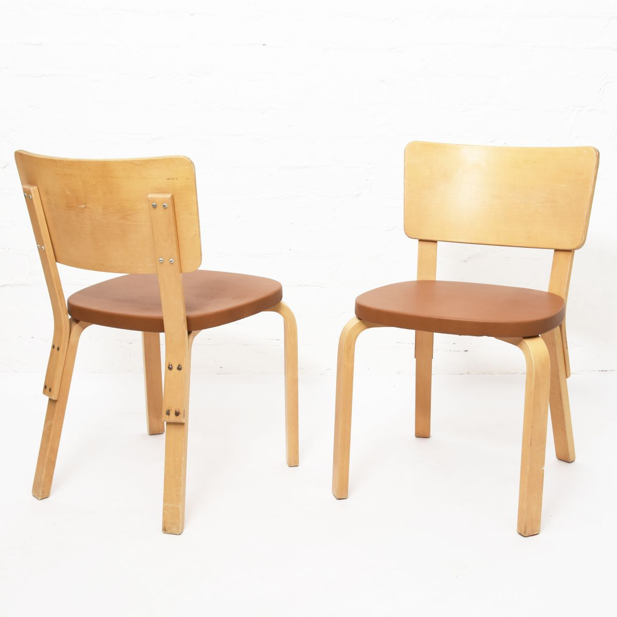Aalto-Alvar-Chair63-Plywood-Brown-Leather