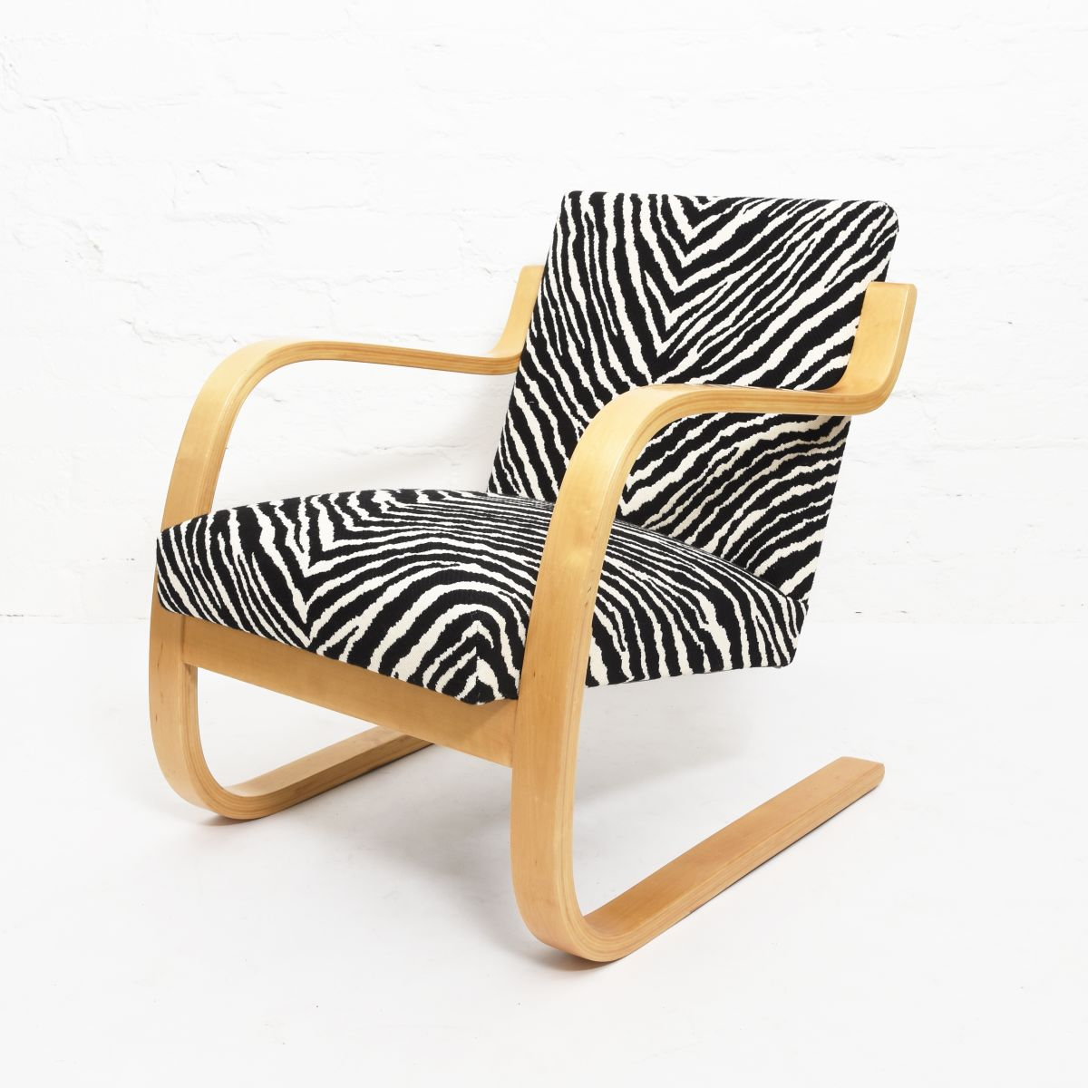 Aalto-Alvar-Armchair402-Birch-Zebra