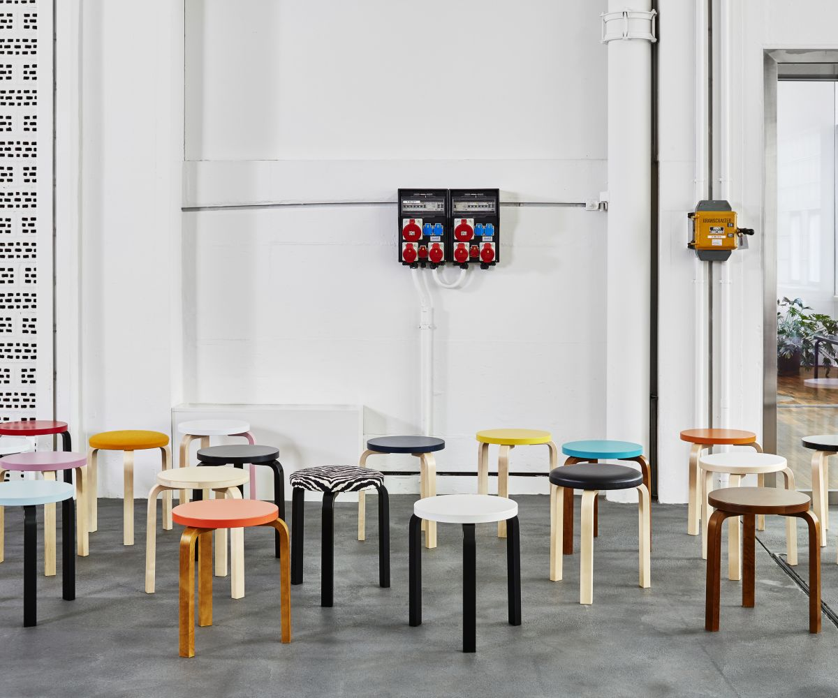 Stool 60 different versions - Vitra Showroom Zürich 2014
