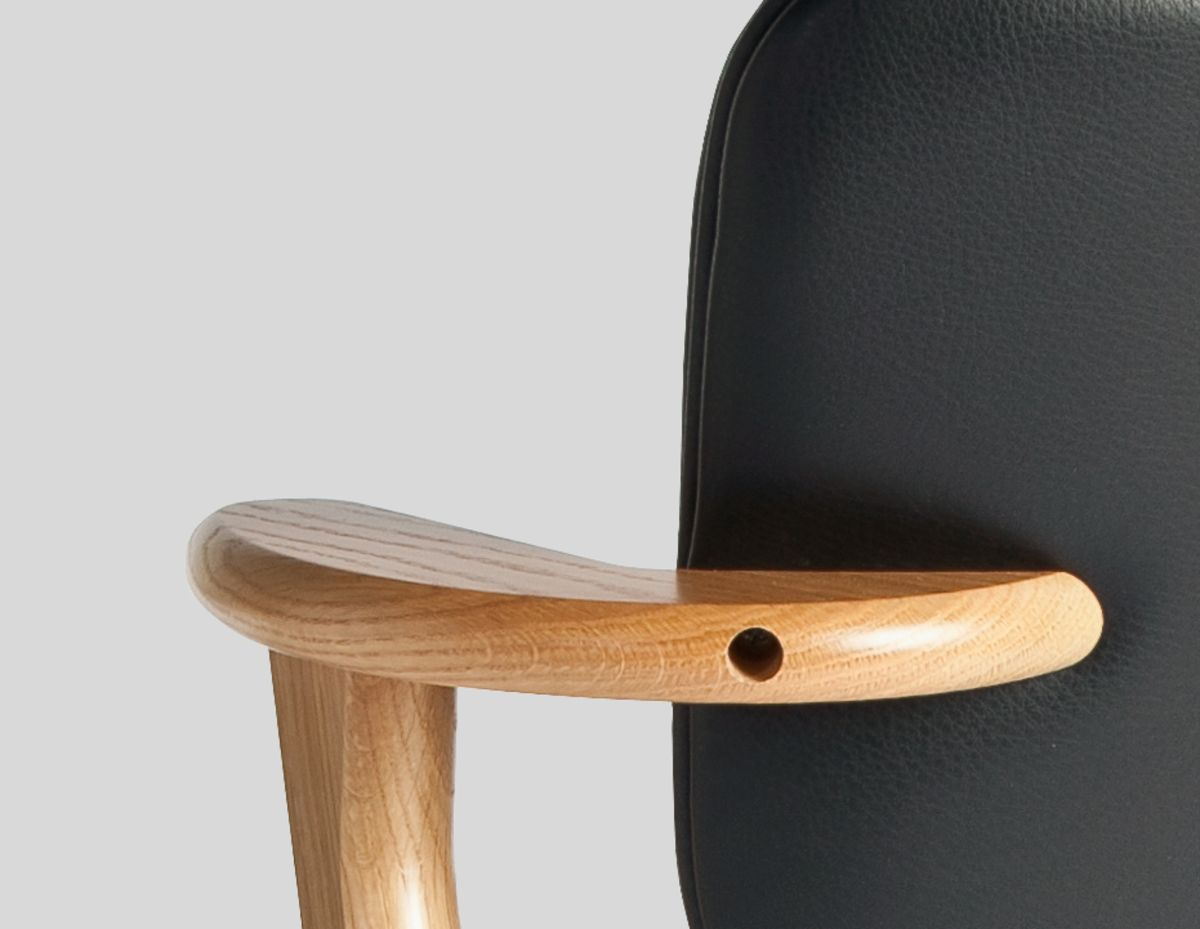 Domus-Chair-Black-Leather-Upholstery_Teaser_Image