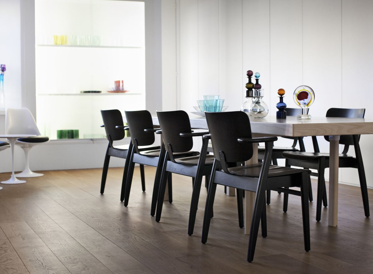 Domus Chair black lacquer Aalto Table extendable H94