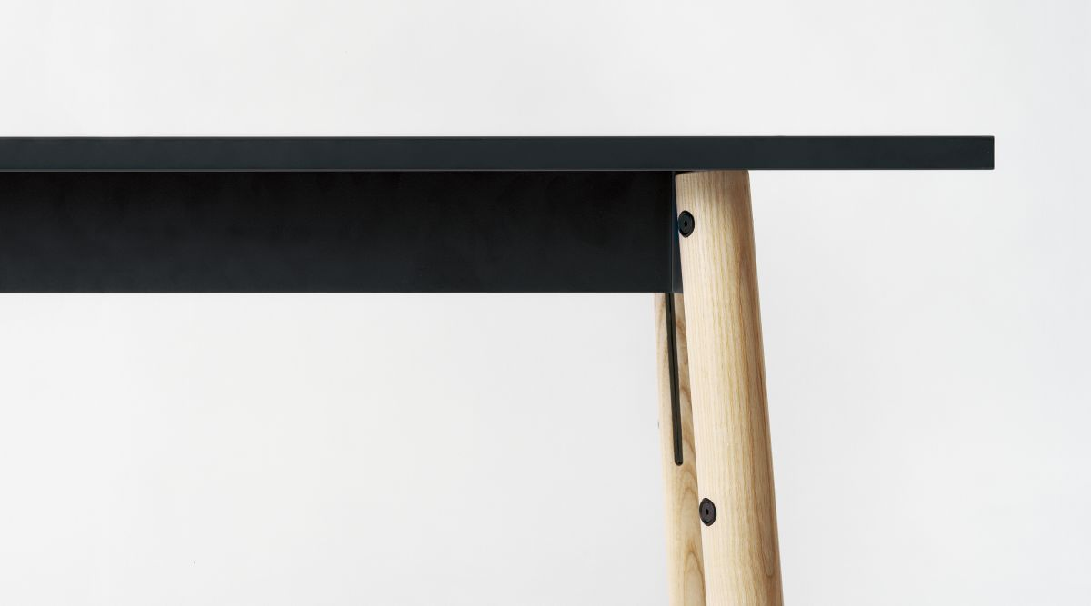 Kiila Bench clear lacquer_detail