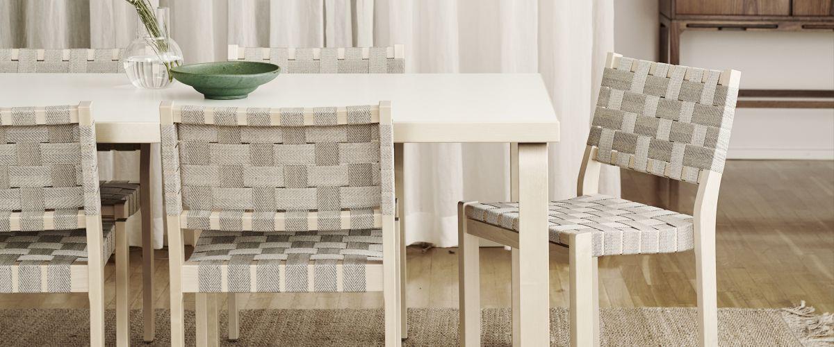 Universal Wooden Chair – 普遍的な木製の椅子
