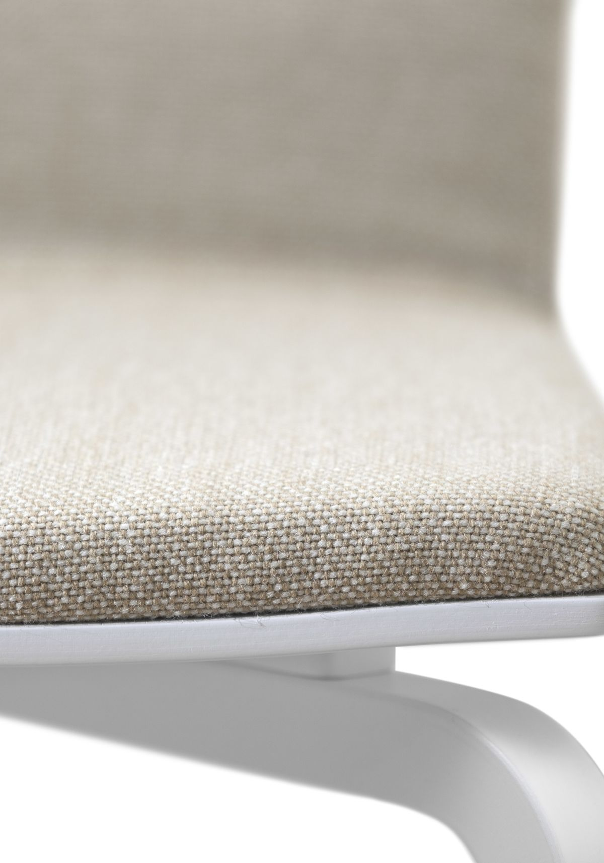 Lounge-Chair-Hk002-White-Lacquer-Upholstered