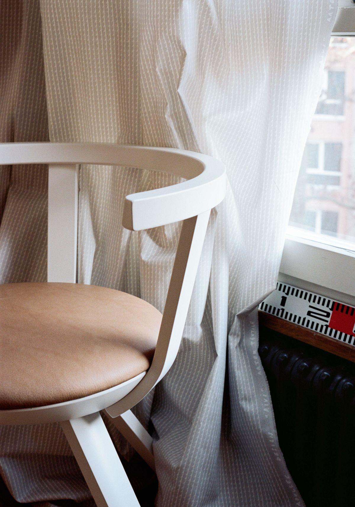Rivi-Fabric-Grey-White-Rival-Chair-Kg001-White