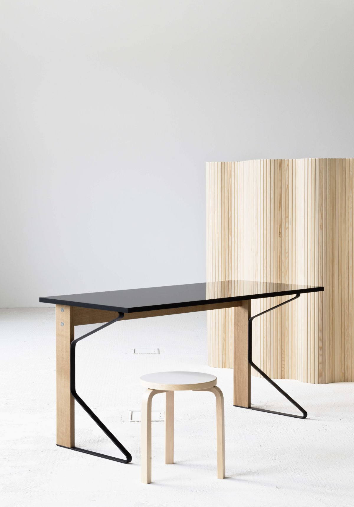 Kaari Desk Stool 60 Screen 100