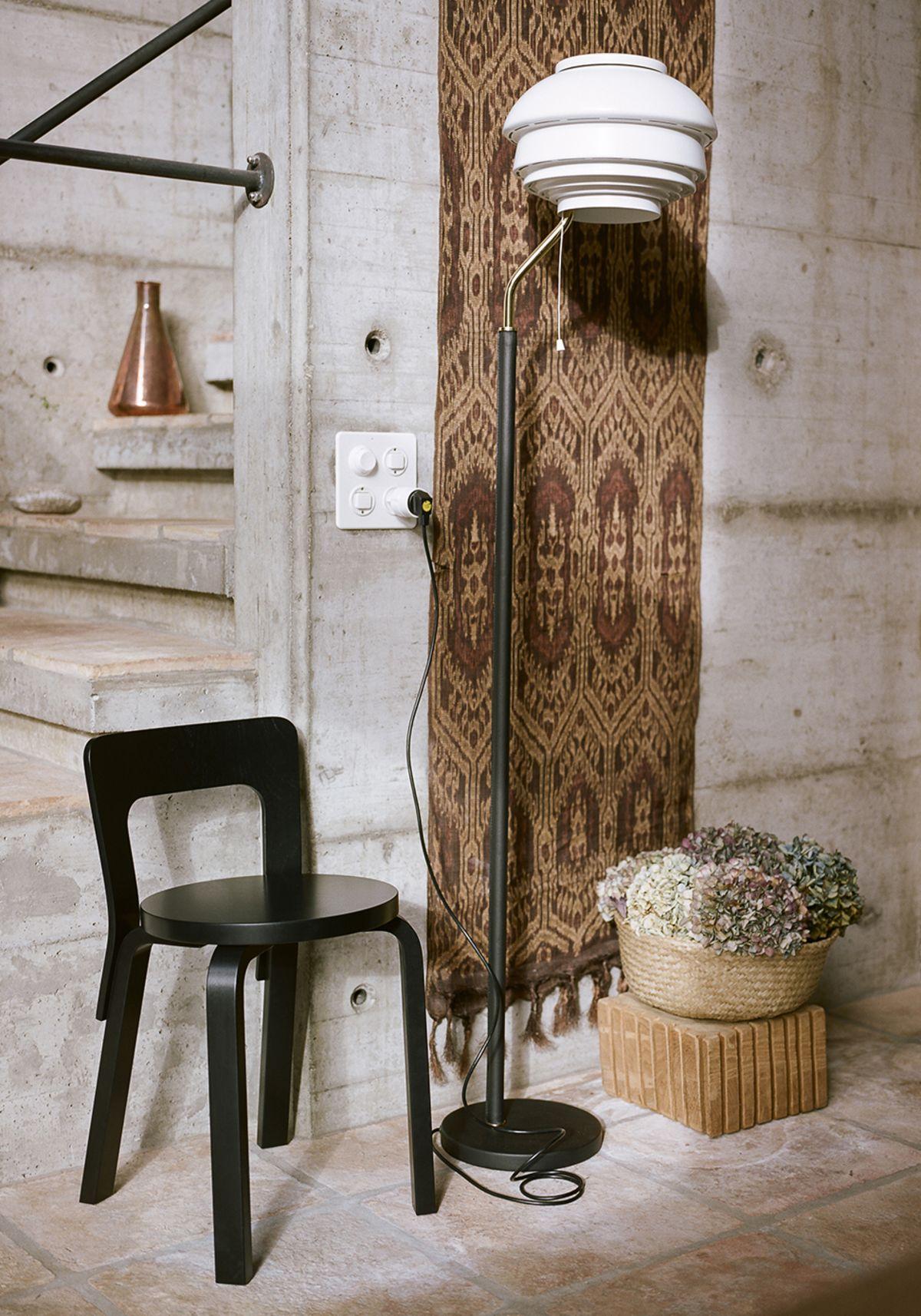 Chair-65-Black-Lacquer-Floor-Light-A808