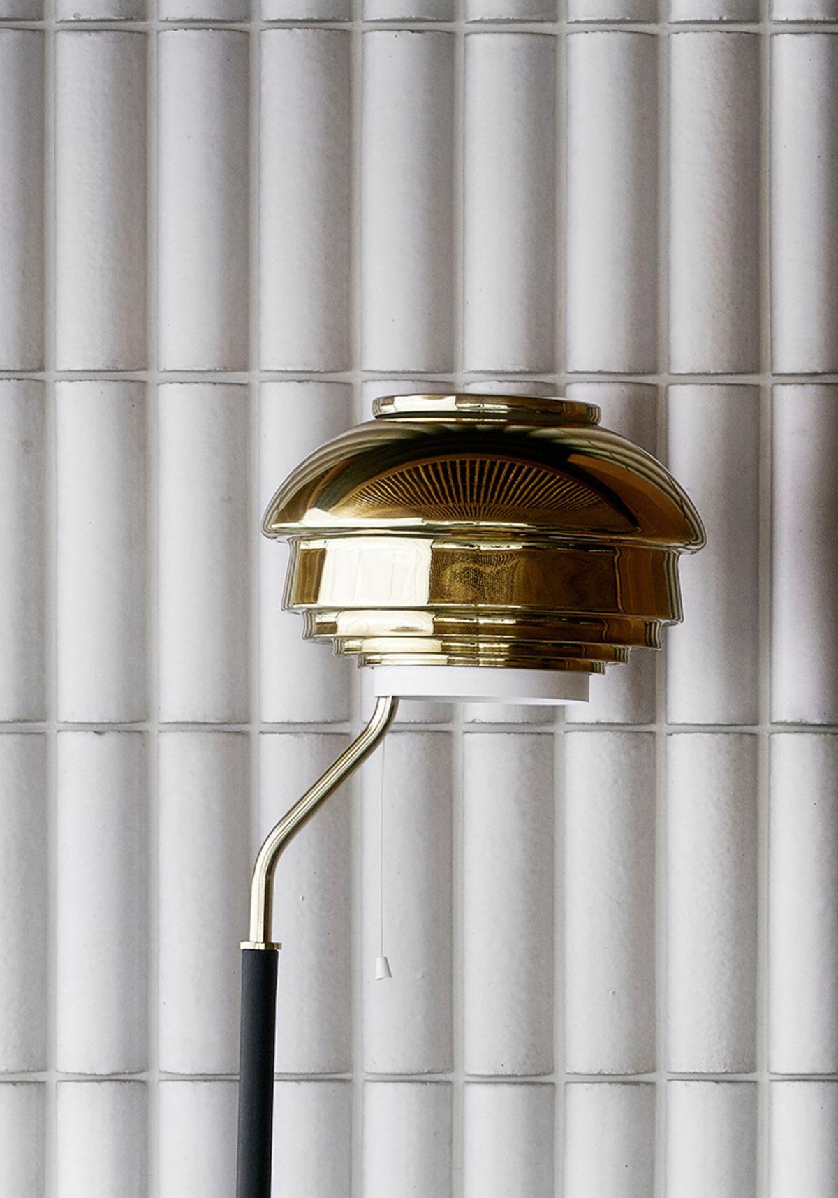 Floor-Light-A808_Brass_Close_Up2-2198027