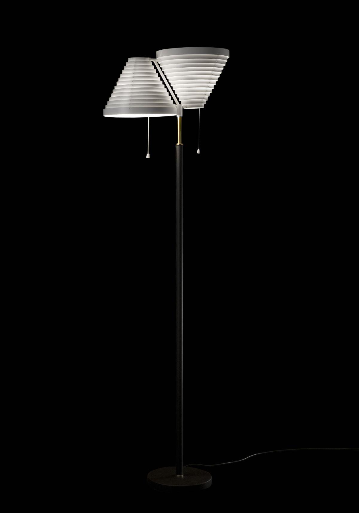 Floor-Light-A810-Brass-Tube_Black_On