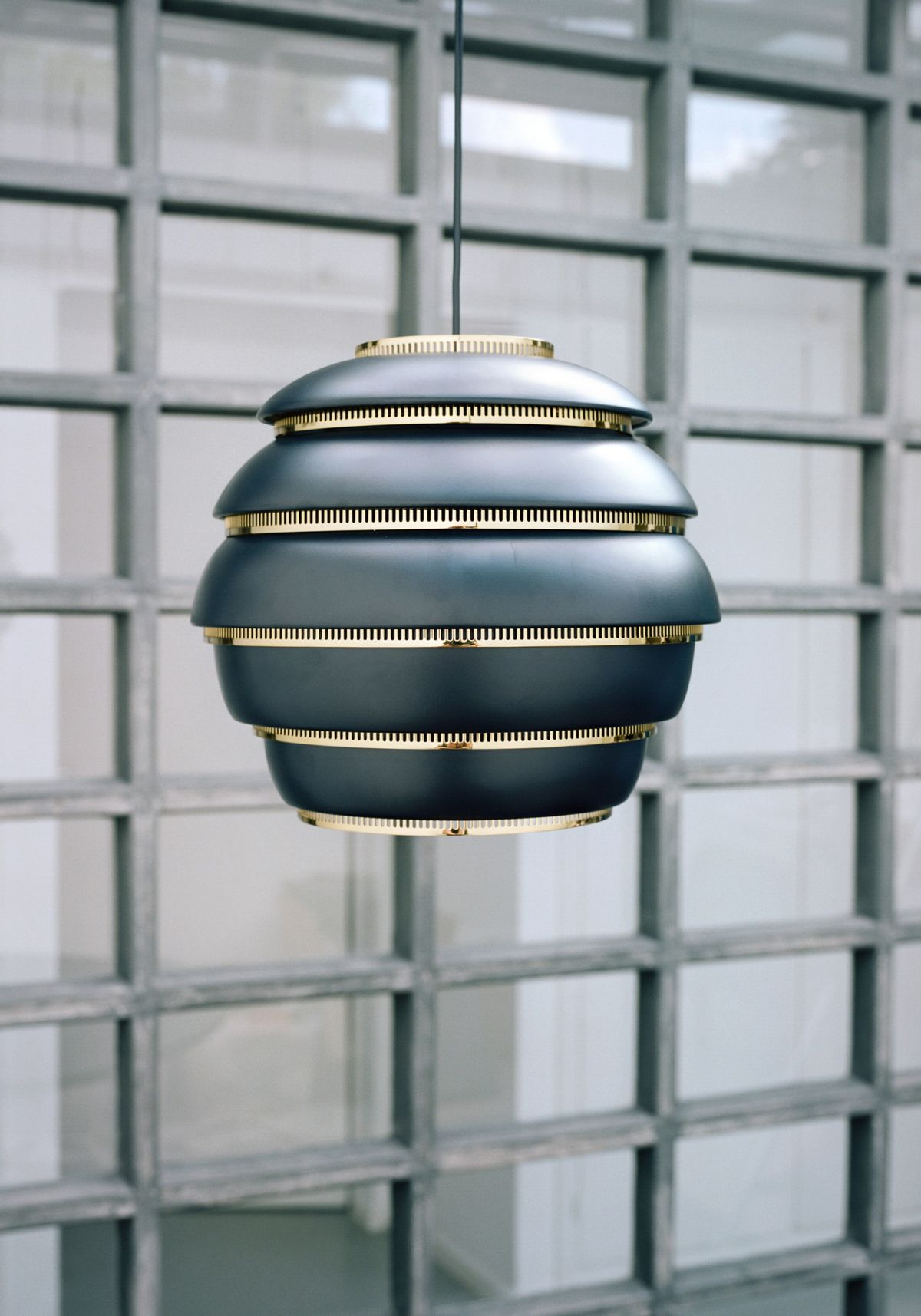 Pendant_Light_A331_Beehive_Black_Lacquered_4-2409423