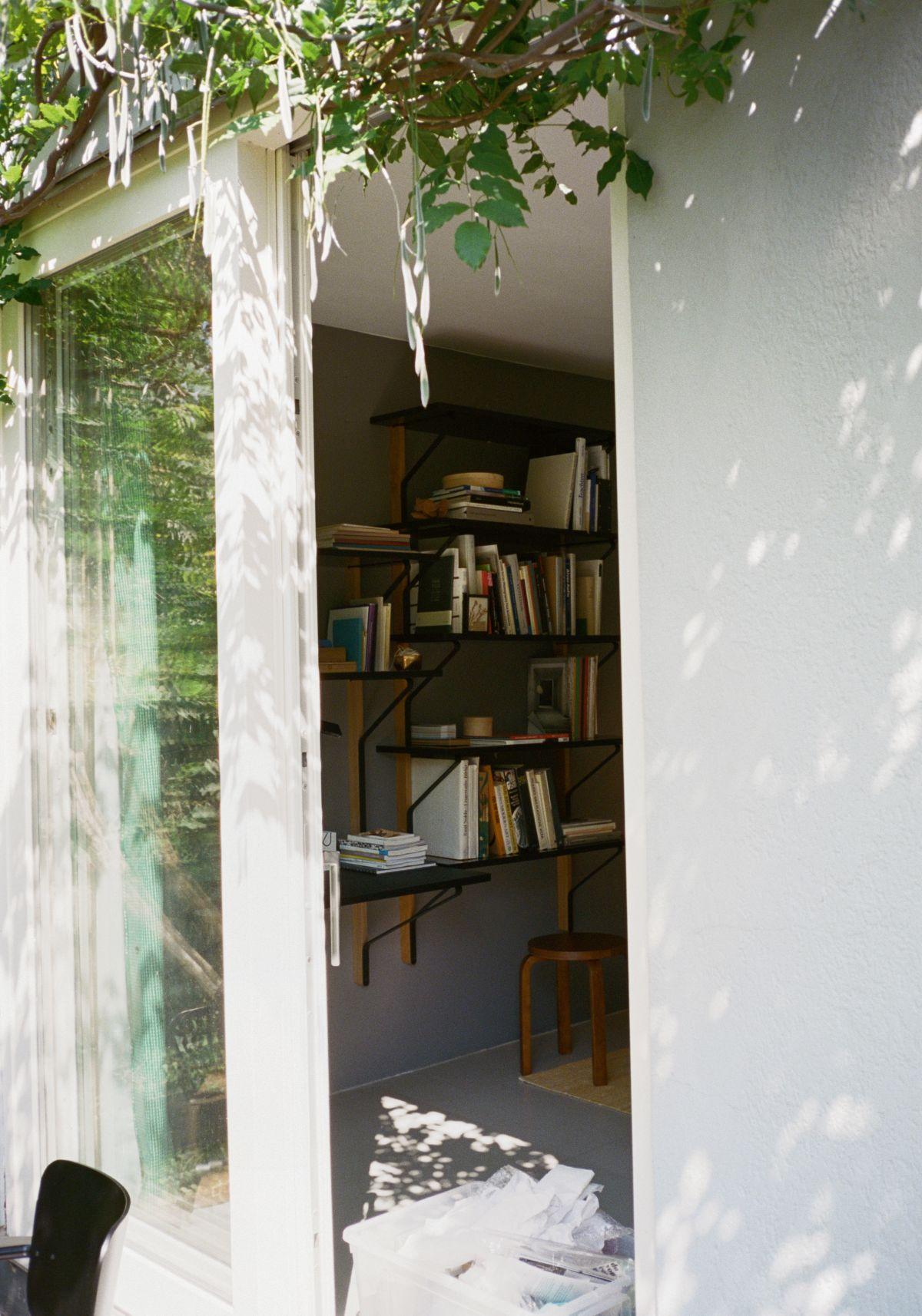 Kaari_Wall_Shelf_With_Desk_3-2378193