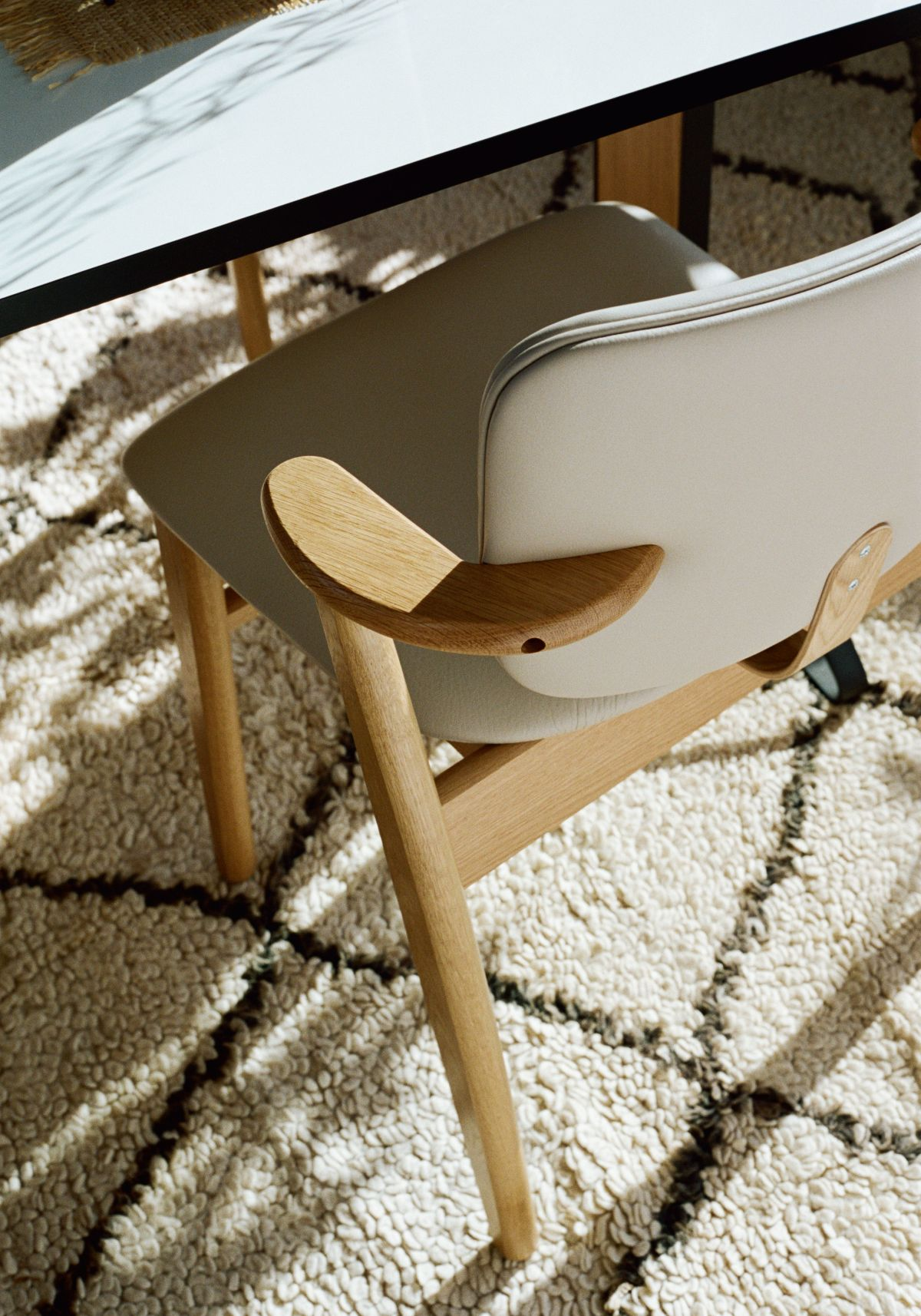 Domus_Chair_clear_oak_leather_upholstered_3
