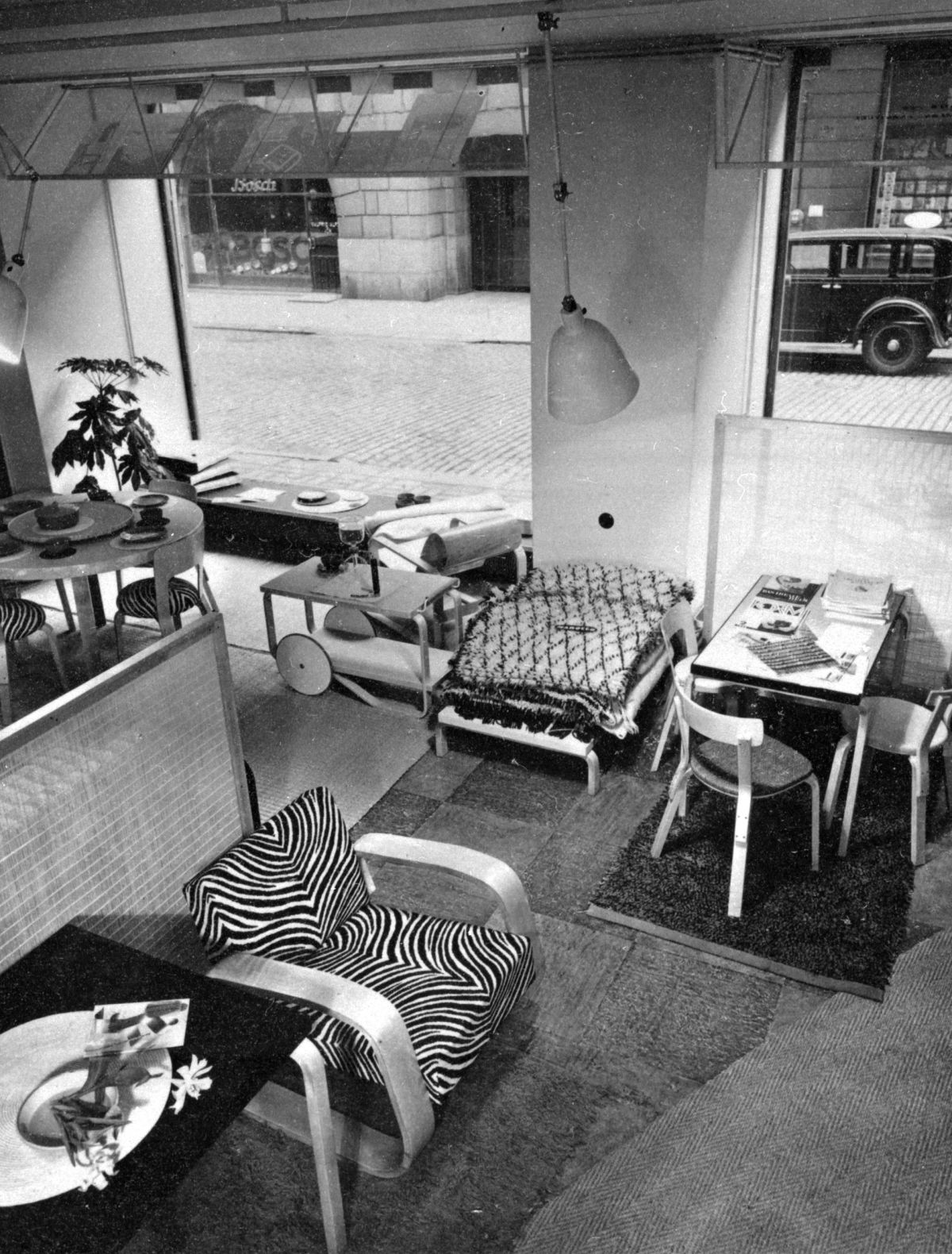 Fabianinkatu-First-Artek-Store-In-Helsinki-1936