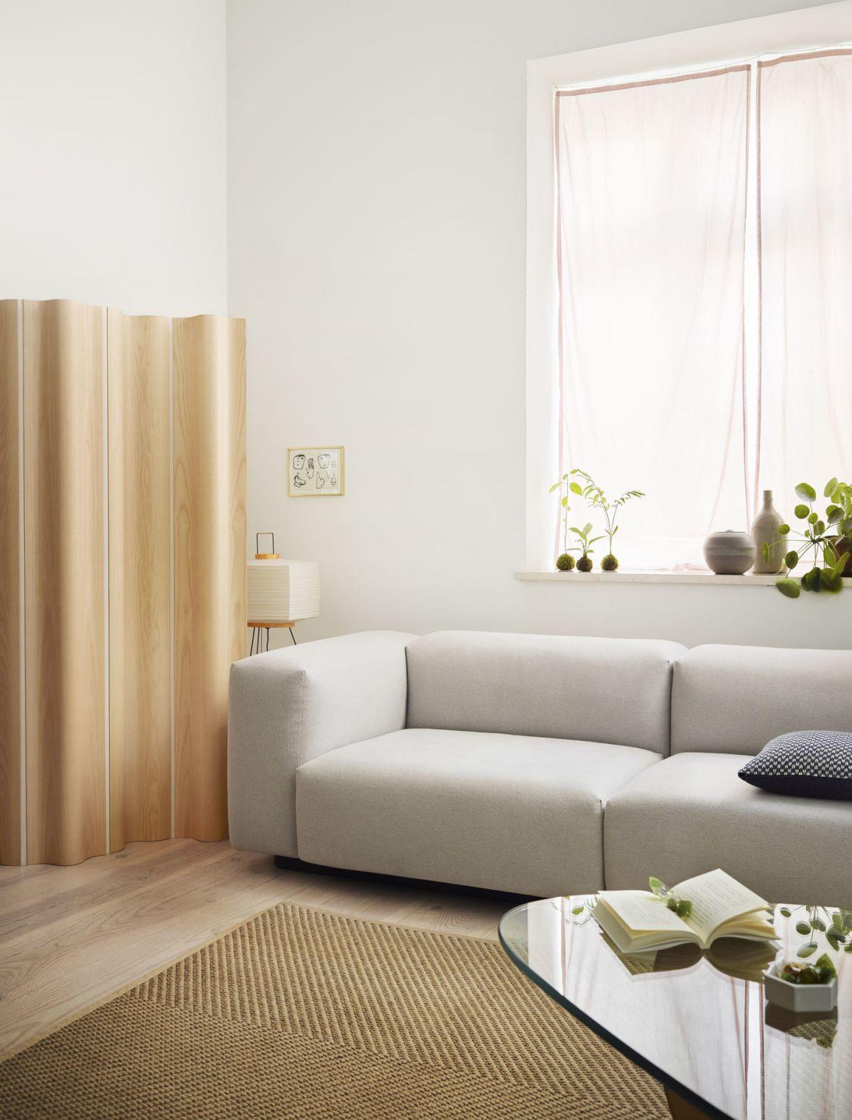 2576556_Soft-Modular-Sofa-Noguchi-Coffee-Table-Eames-Folding-Screen-Akari-Hexagonal-Containers_v_fullbleed_1440x