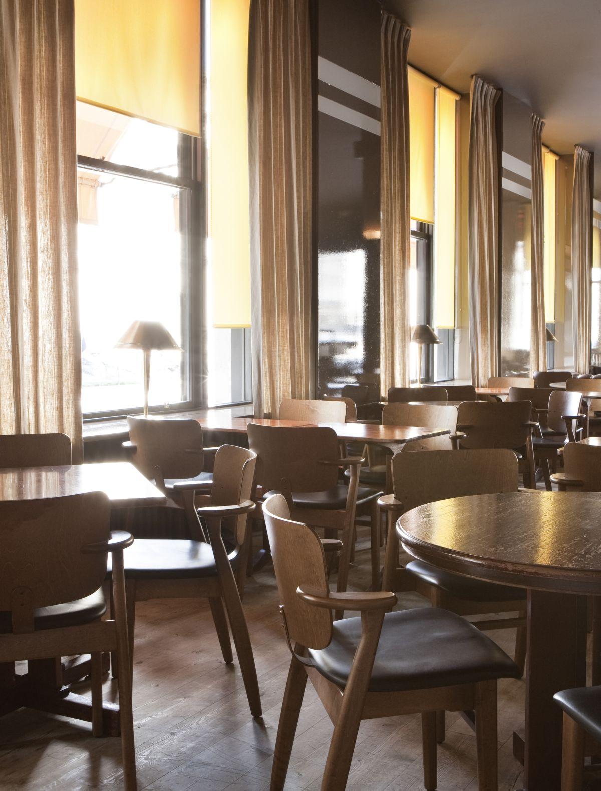LeFumoir_Restaurant_Paris_France_2009_07