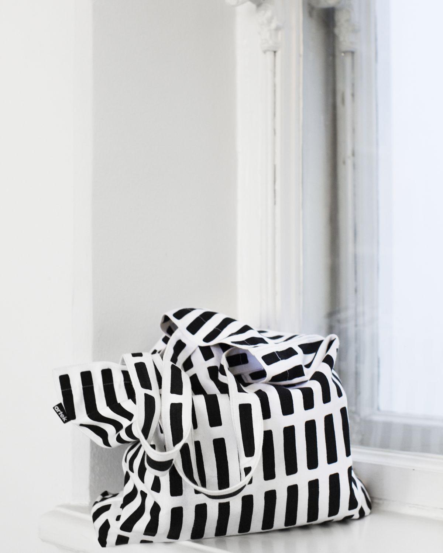 Siena-Canvas-Bag-White-Black_2