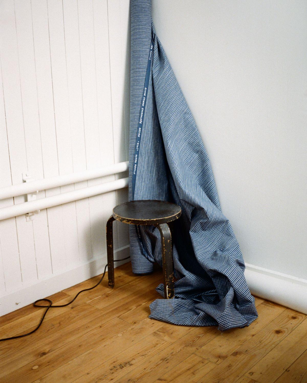 Rivi Fabric blue / white Stool 60 black lacquer