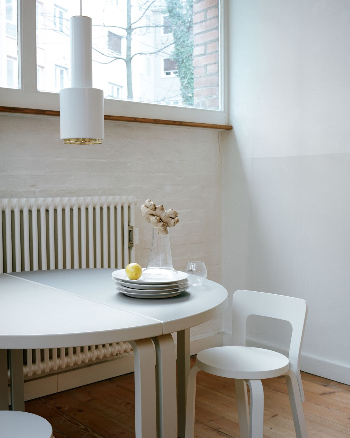Aalto Table half-round 95 Chair 65 Stone White Laquered