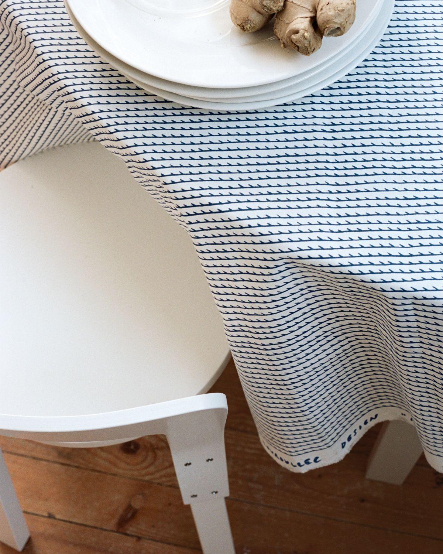 Rivi Fabric white / blue Chair 66 white lacquer