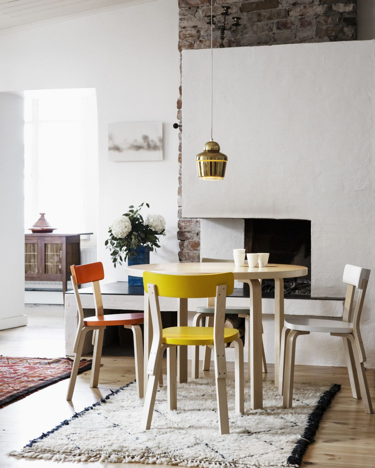 Chair-69-Aalto-Table-Round-90A-Pendant-Light-A330
