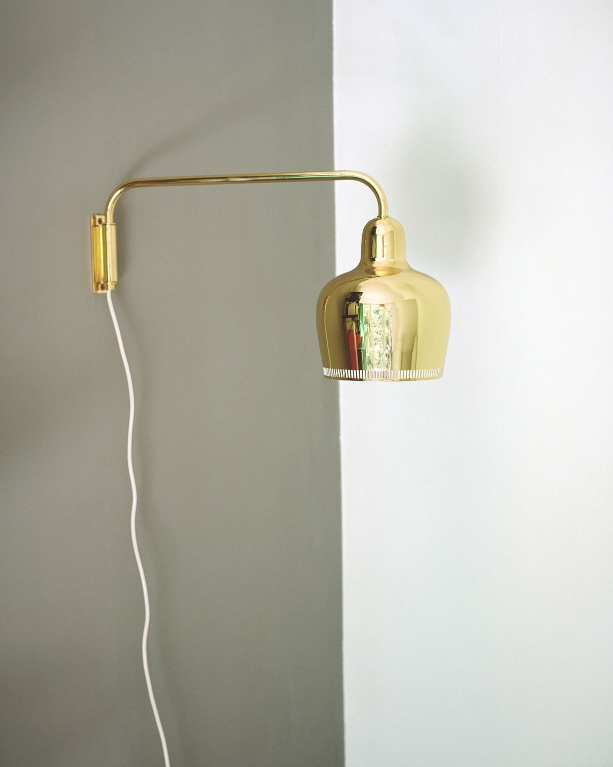 Wall_Light_A330S_Golden_Bell_Brass-2387526