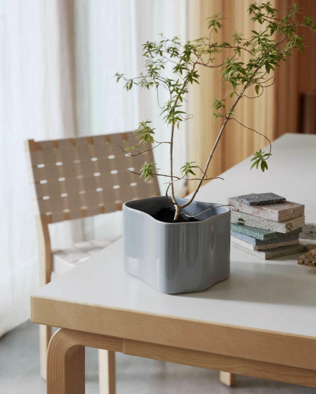 Aalto_table_21