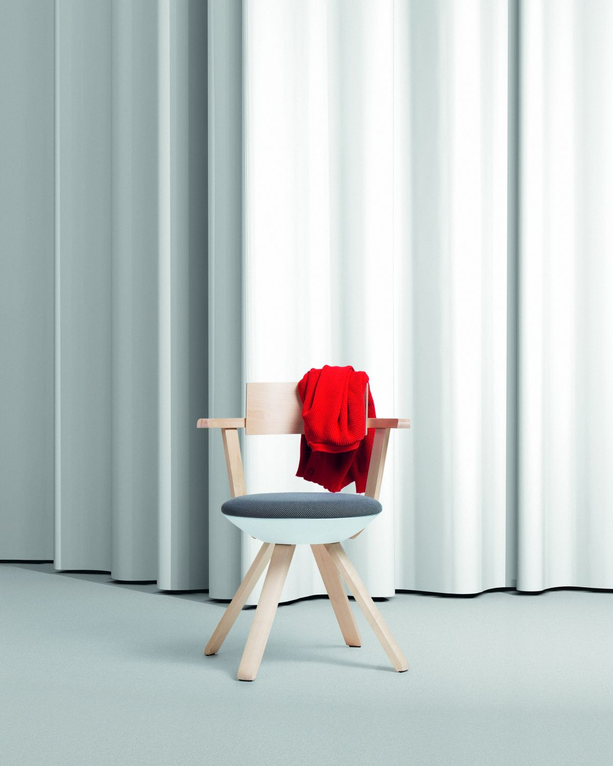Rival Chair KG002 clear lacquer