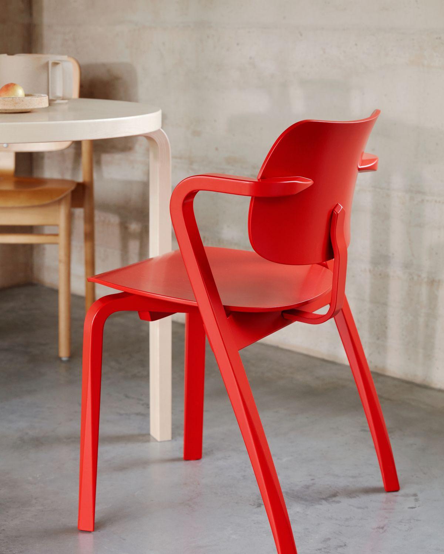 Aslak_Chair_Table_90B_photo_Mikko_Ryhanen-3192740