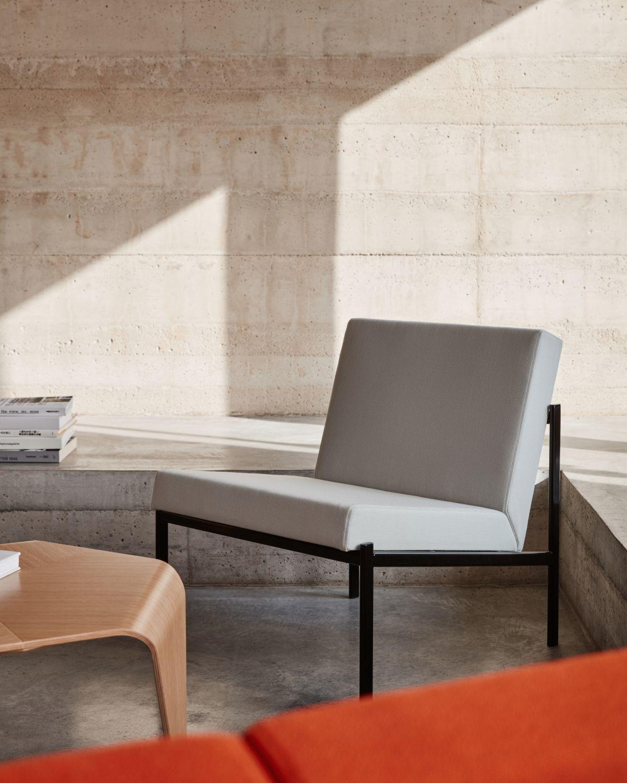 Kiki_Lounge_Chair_Trienna_Table_photo_Mikko_Ryhanen-3192751