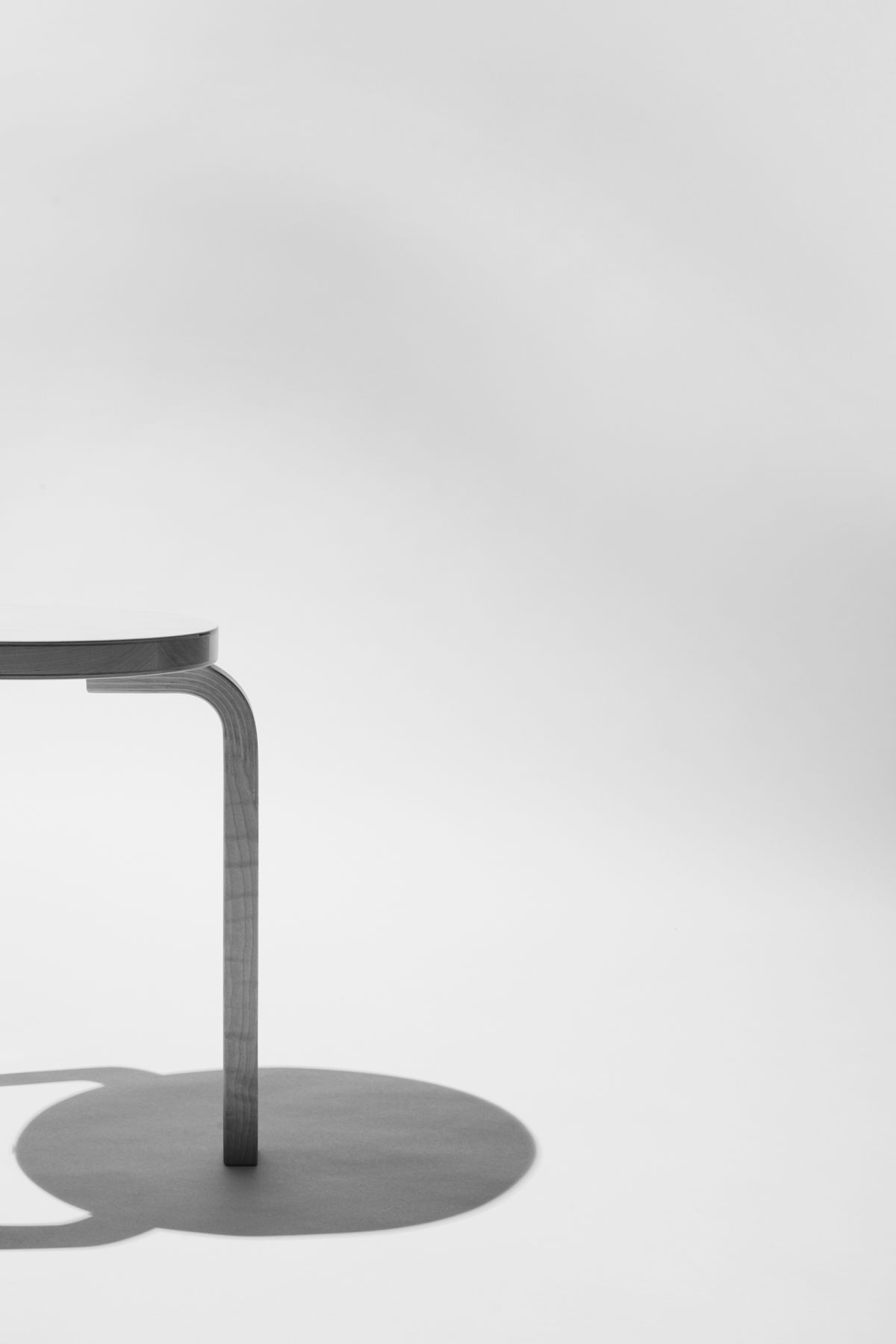 Artek-Stool60-Shadow-Wearefellows-Maximilian-Bartsch_Portrait