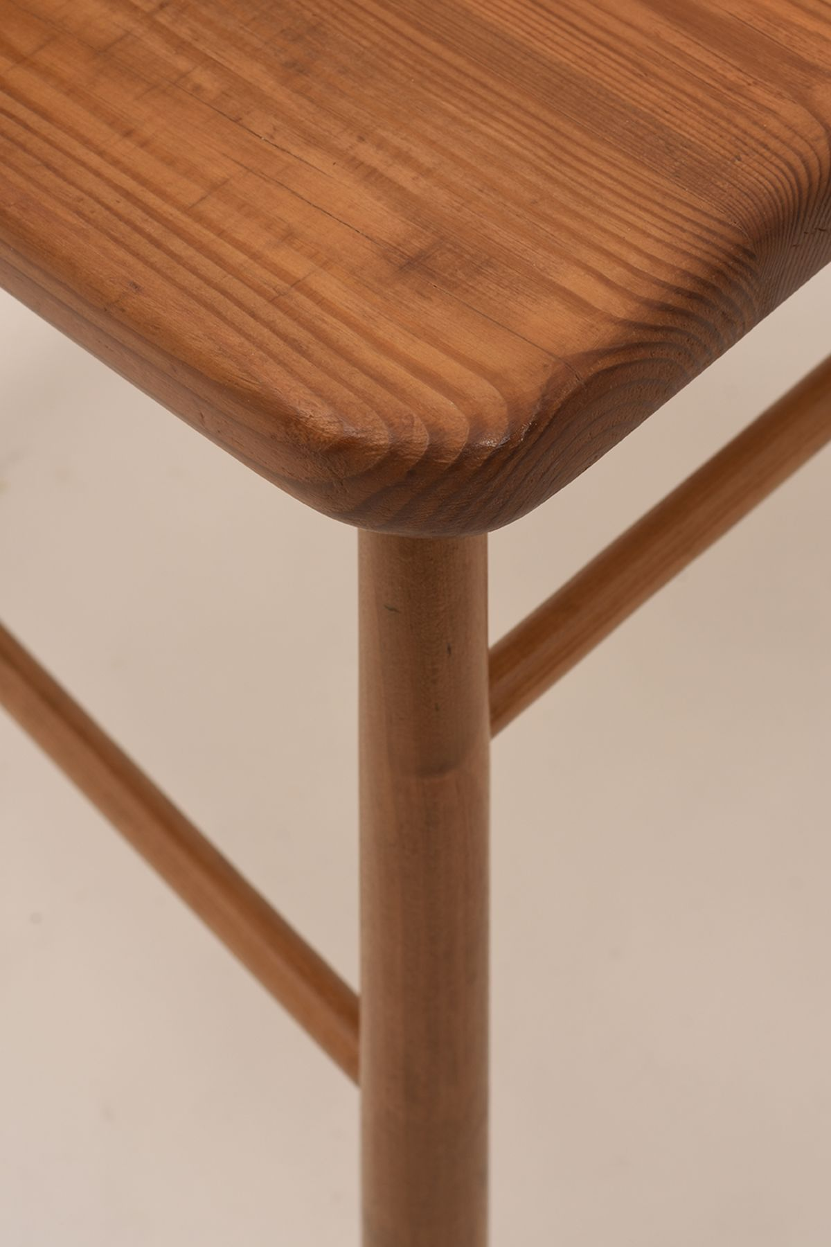 Aino-Aalto_Spindle-Chair_Detail-01