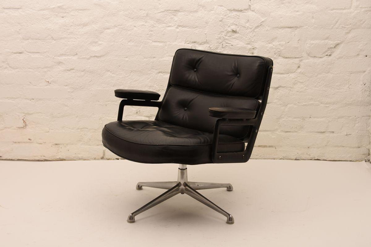Charles-Ray-Eames_Lobby-Chair