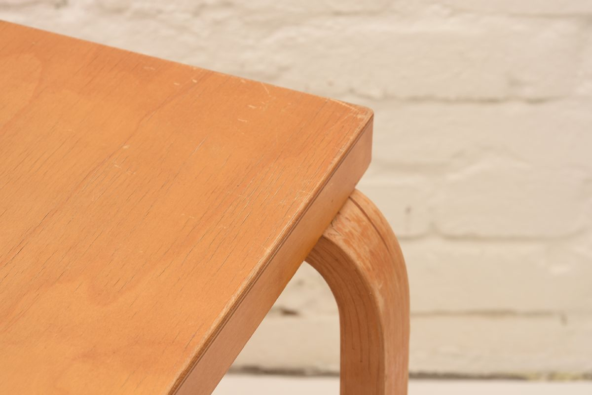 Alvar-Aalto_Square-Table_Detail-02