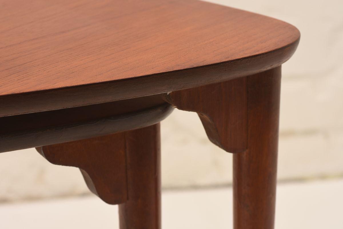 Three-Legged-Nesting-Tables-By-Pori-Ekvall_Detail-02