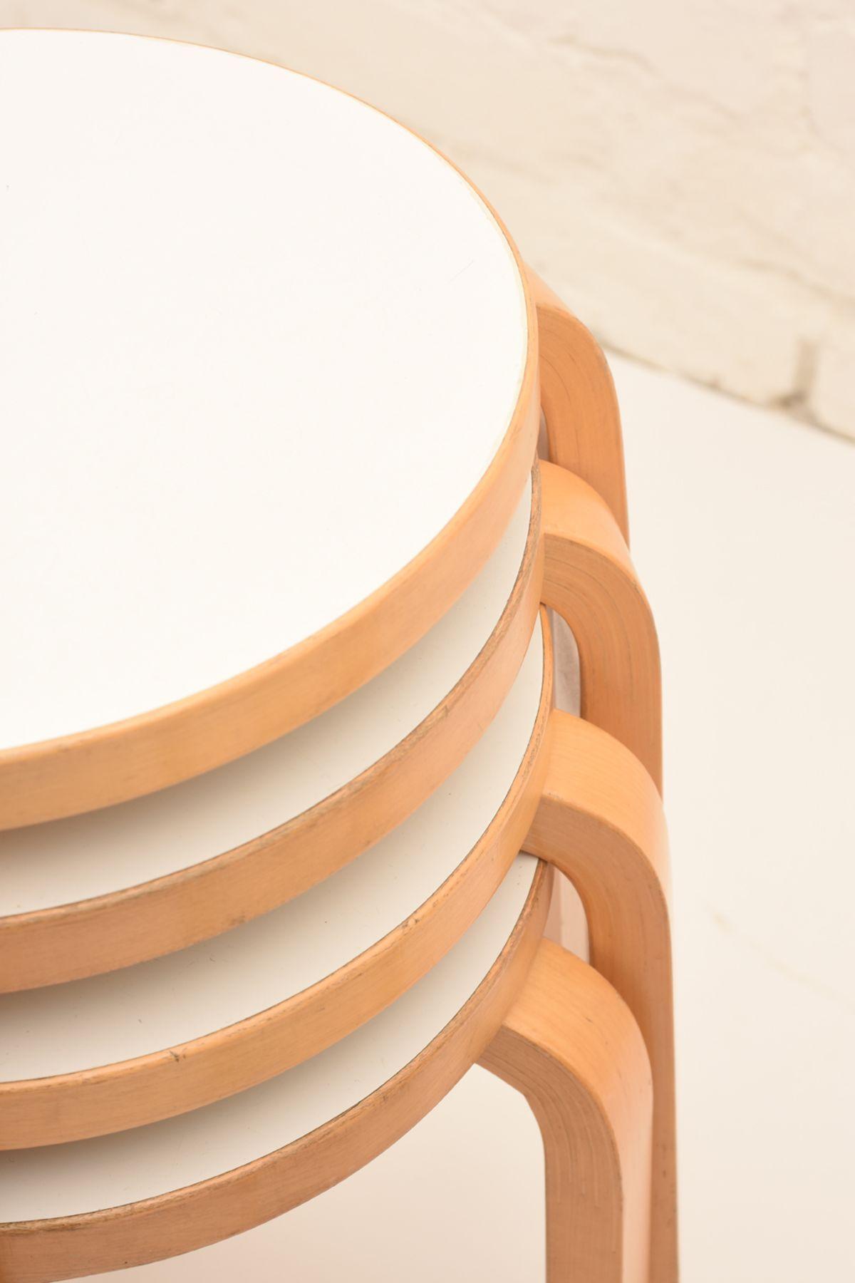 Alvar-Aalto_Stool60_H_Detail-02