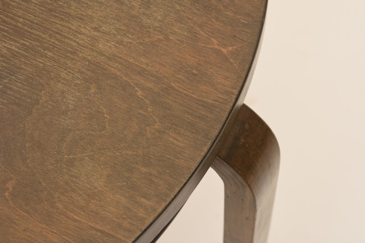 Alvar-Aalto_Club-Table-907B_Stained-Birch_Detail-01
