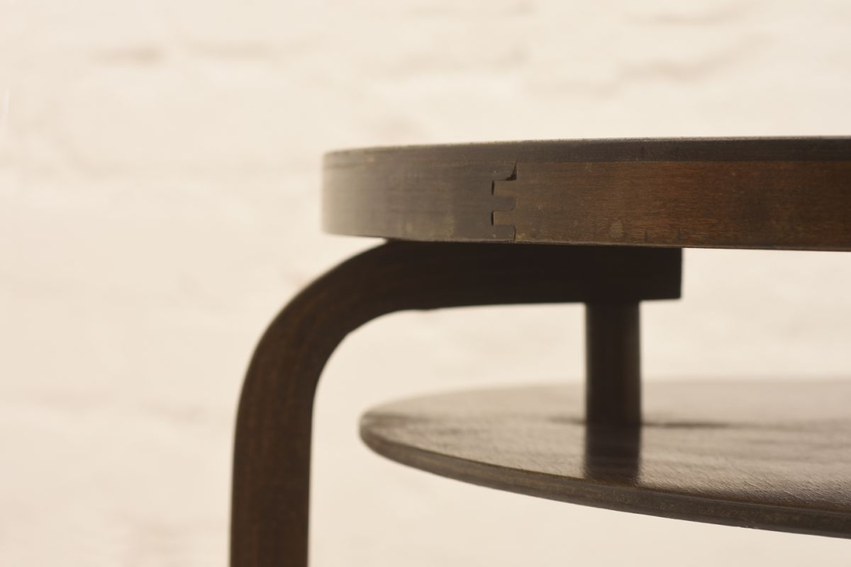 Alvar-Aalto_Club-Table-907B_Stained-Birch_Detail-02