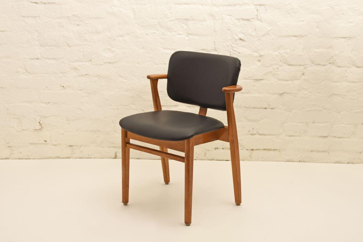 Ilmari-Tapiovaara_Domus-Chair-Black-Leather