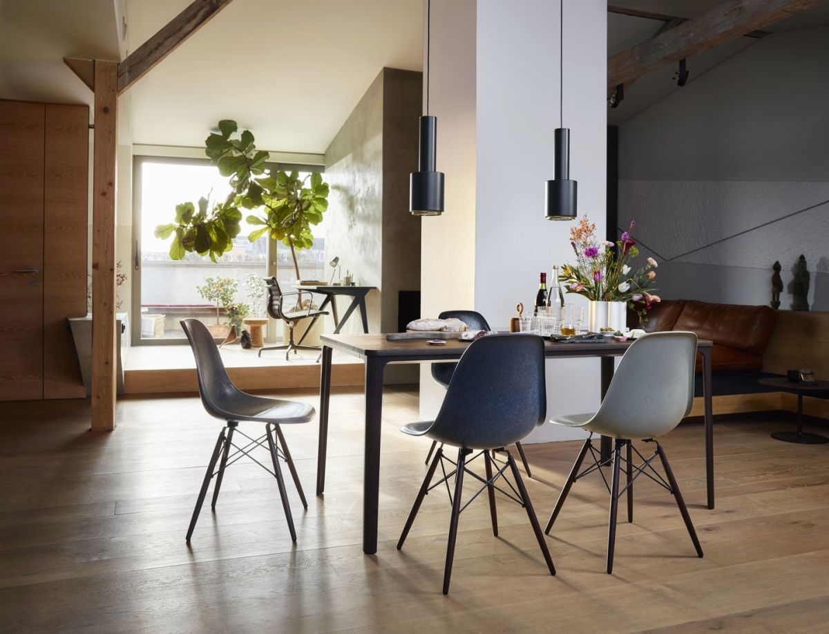 2578526 Plate Dining Table Eames Fiberglass Chairs Nuage V Fullbleed 1440X