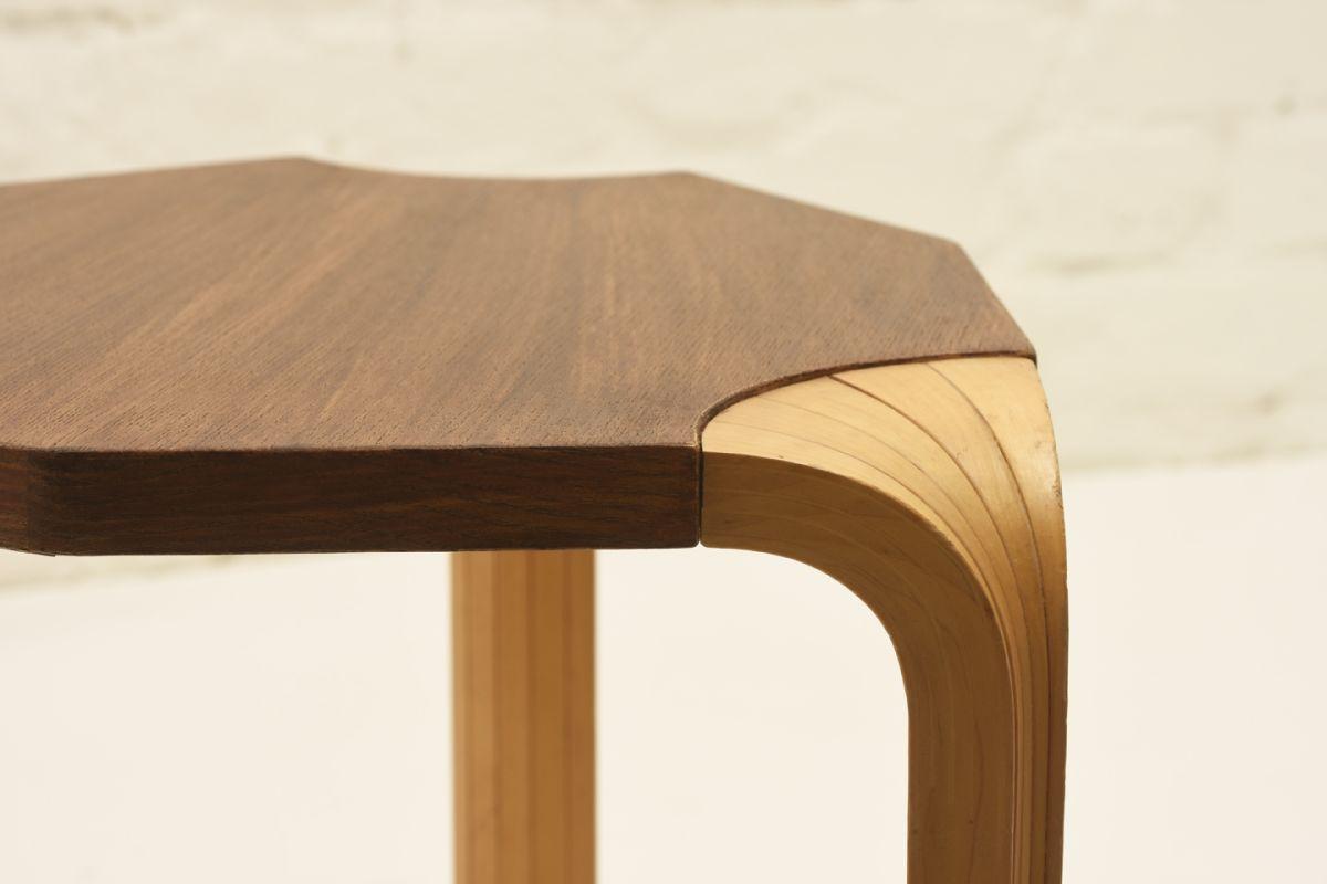 Aalto-Alvar_Stool-X602-Varnished_detail2