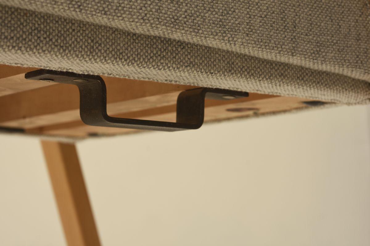 Aalto-Alvar_Finladia-Hall-Chair_Detail2