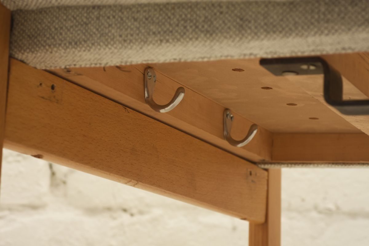 Aalto-Alvar_Finladia-Hall-Chair_Detail3