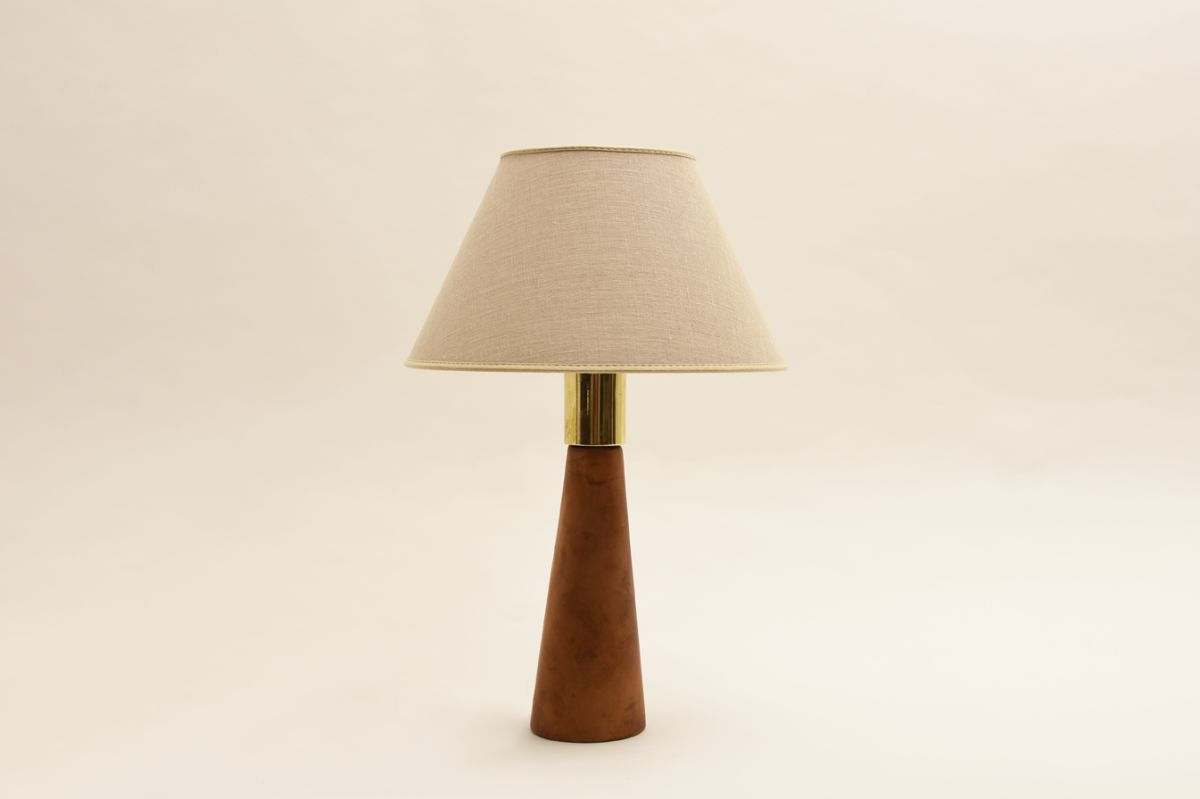 Pape-Lisa-Johansson_Table-lamp-brown-leather