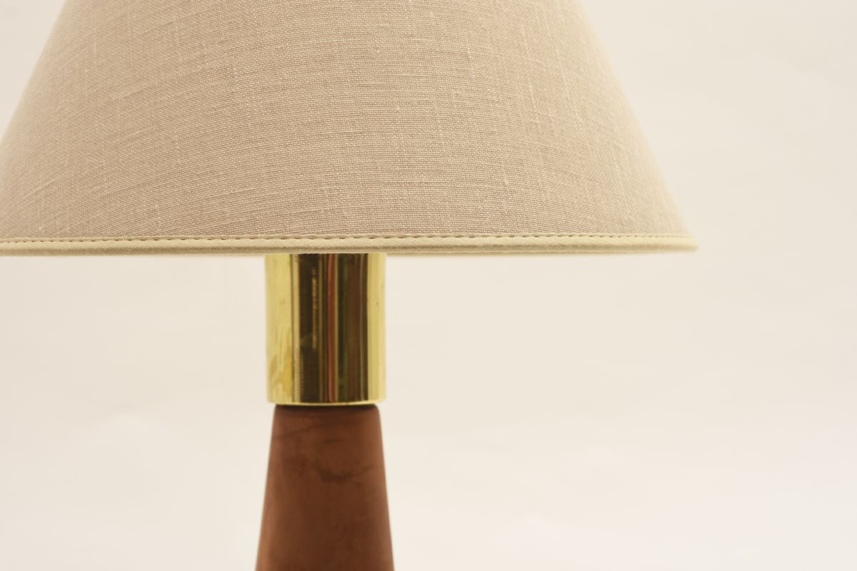 Pape-Lisa-Johansson_Table-lamp-brown-leather_detail1
