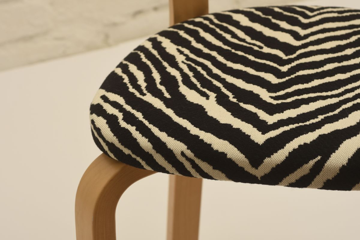Aalto-Alvar_69-chair-zebra_detail2
