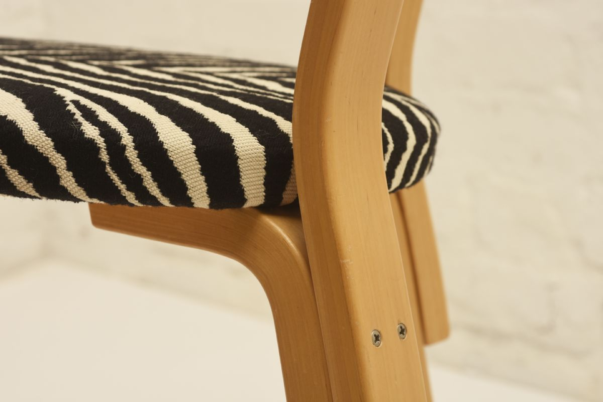 Aalto-Alvar_69-chair-zebra_detail3