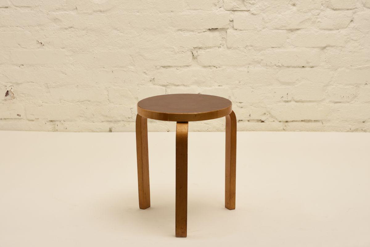 Aalto-Alvar_Stool-60-brown-linoleum